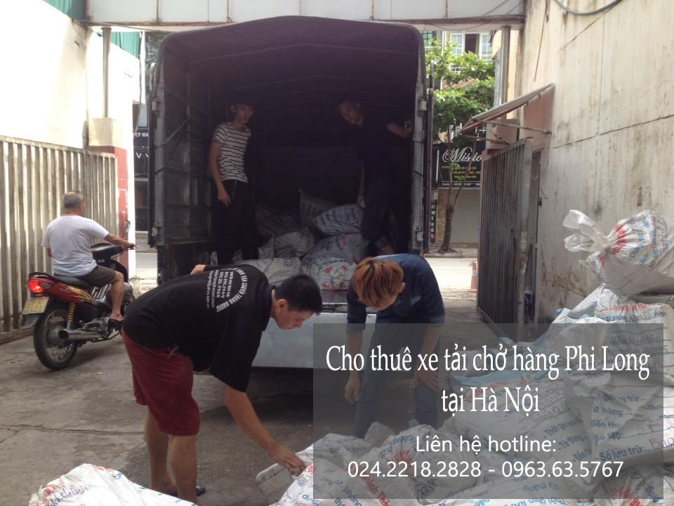 Xe tải chở hàng thuê tại phố Nam Cao