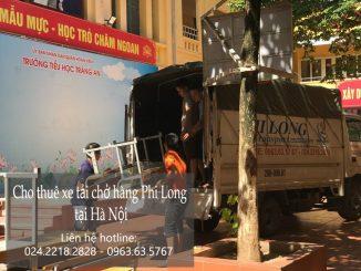 Xe tải chở hàng thuê tại phố Hàng Hòm