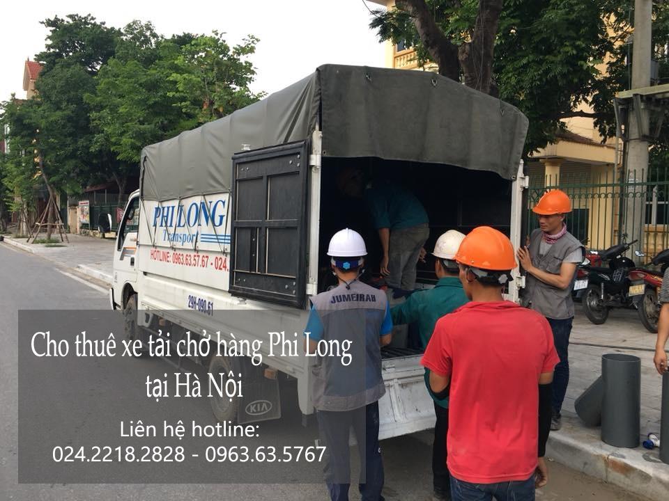 Xe tải chở hàng thuê tại phố Gầm Cầu