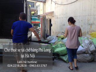 Xe tải chở hàng thuê tại phố Hàng Bè