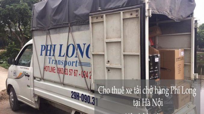 Xe tải chở hàng tại phố Nguyễn Huy Nhuận