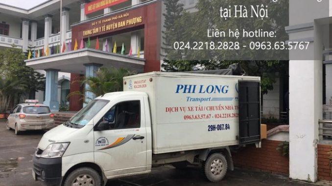 Xe tải chở hàng Phi Long tại phố Chính Trung