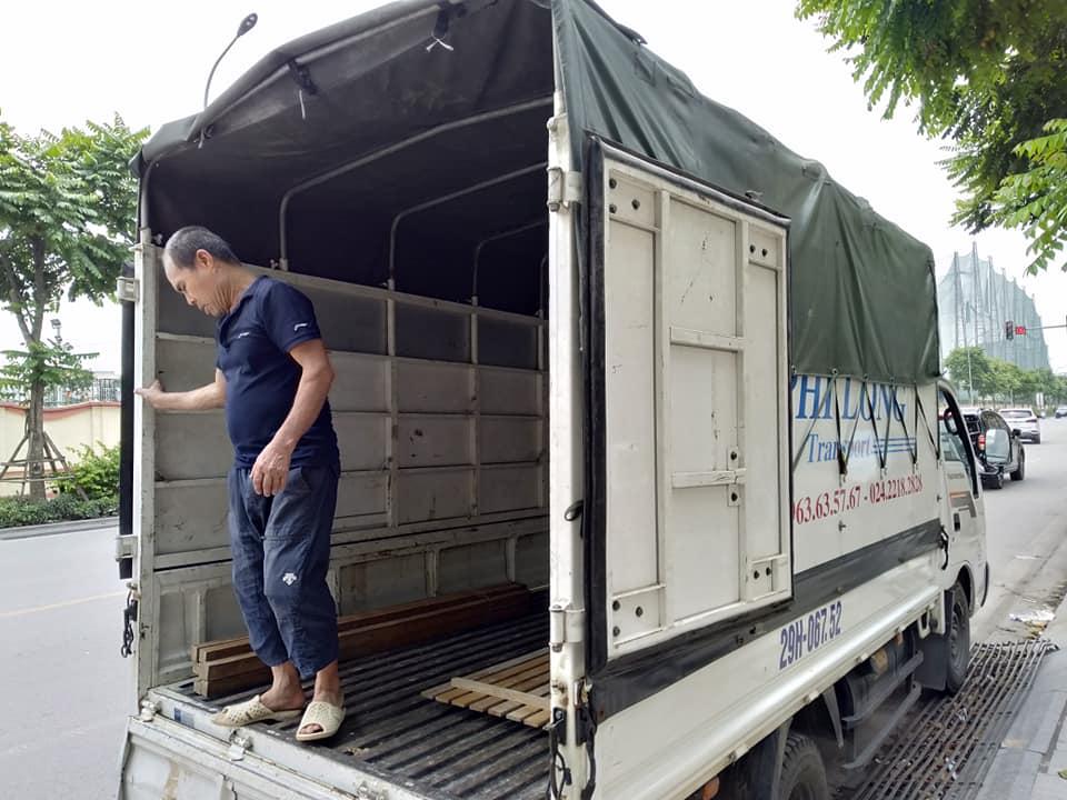 Xe tải chở hàng thuê Phi Long tại phố Đống Mác