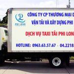 Xe tải chở hàng tại phố Xốm