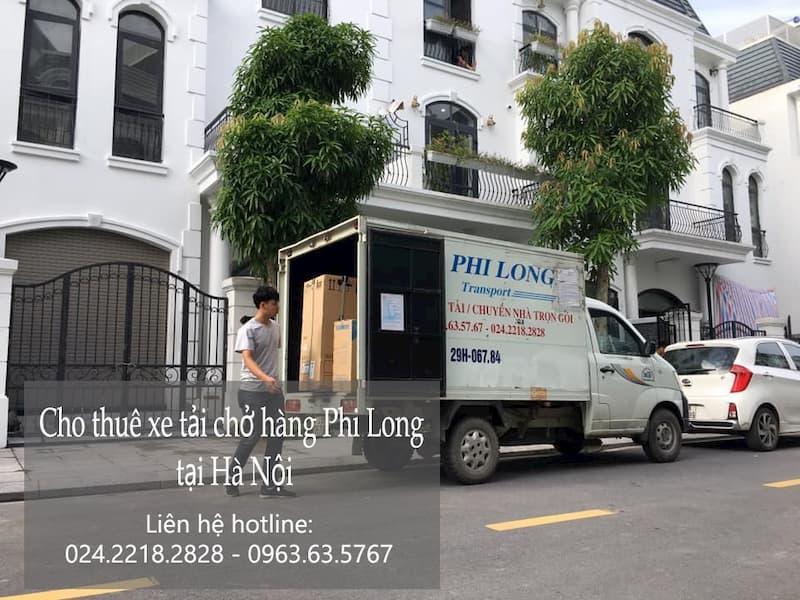 Xe tải chở hàng Phi Long tại phố Hồng Tiến