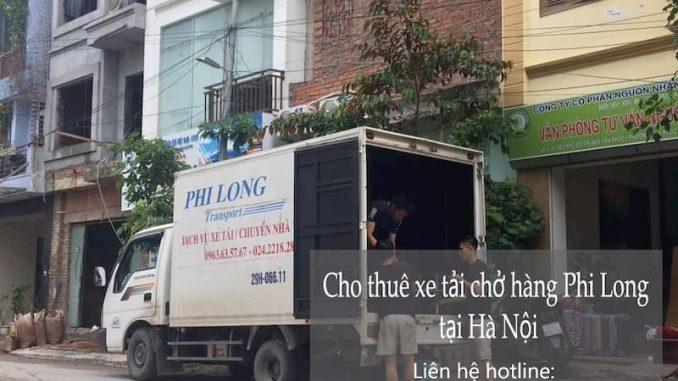 Xe tải chở hàng tại phường Đức Giang